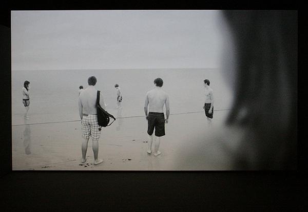 David Claerbout - The Quiet Shore - 30,00minuten Single Channel video projectie