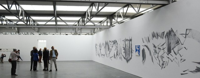 7 schilderijen van stenen, een wandschildering en een flinke lading schetsen van ouder werk, kort samengevat de volledige tentoonstelling van Robert Zandvliet (1970) in De Pont. Daarvoor ga ik graag […]