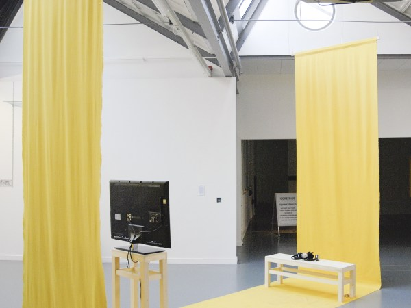 Hannah James - The Yellow and Purple architacture has been dressed, Yelow - Meubels en video