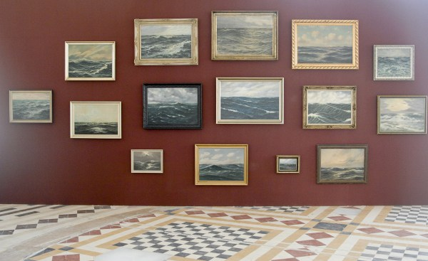Hans-Peter Feldman - Untitled (seascapes) - Installatie met 15 marines, 2012