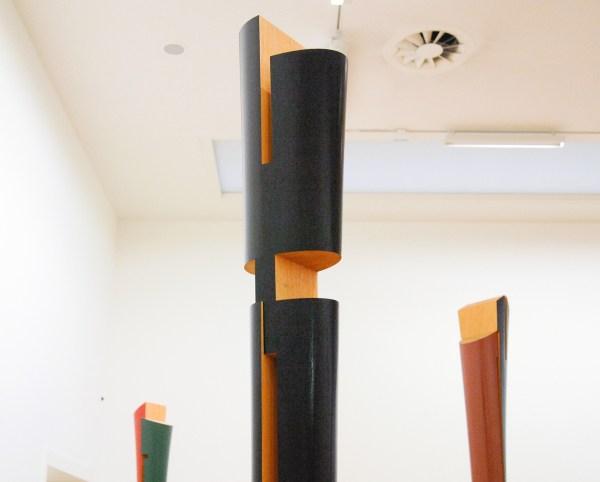 Isa Genzken - Ellipse & Untitled & Meister Gerhard & Marz & Diana - Hout en lakverf (detail)