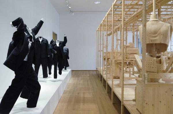 Istvan Csakany - Ghost Keeping - Hout en textiel 2012 (detail)