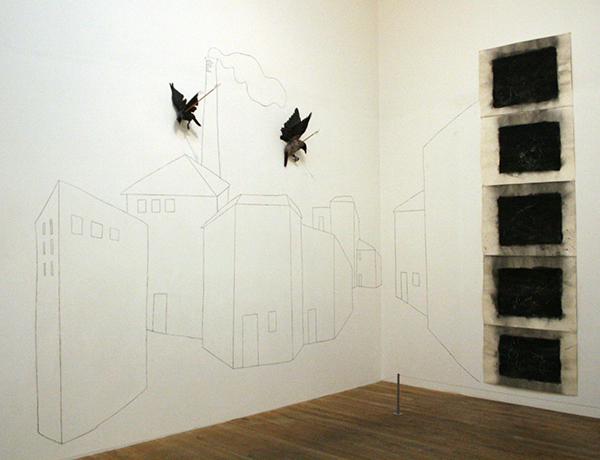 Jannis Kounellis - Untitled - Houtskool, papier, pijlen en opgezette vogels