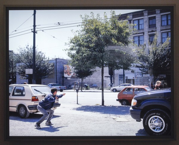 Jeff Wall - A Man With a Rifle - Dia in lichtbak 2000