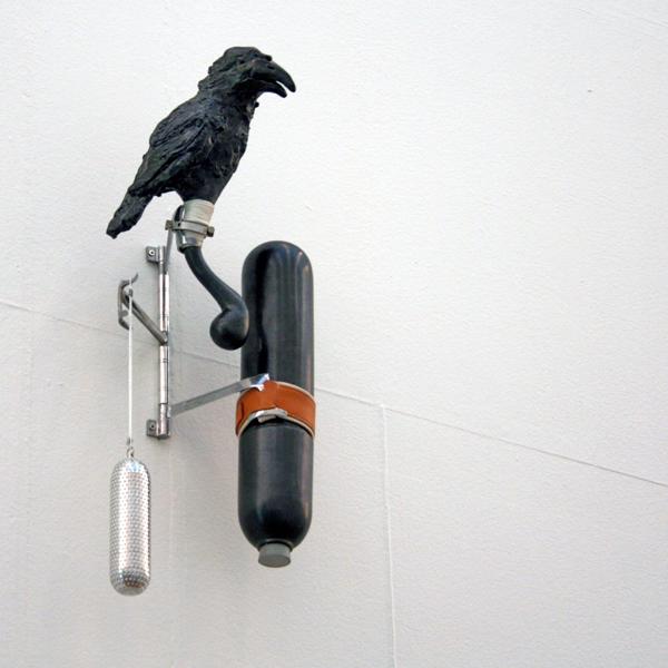 Jeroen Bodewits - Zonder Titel (Vogel Gevangen met Theelepel en Zout) - Keramiek, aluminium, leer, vilt en nylon