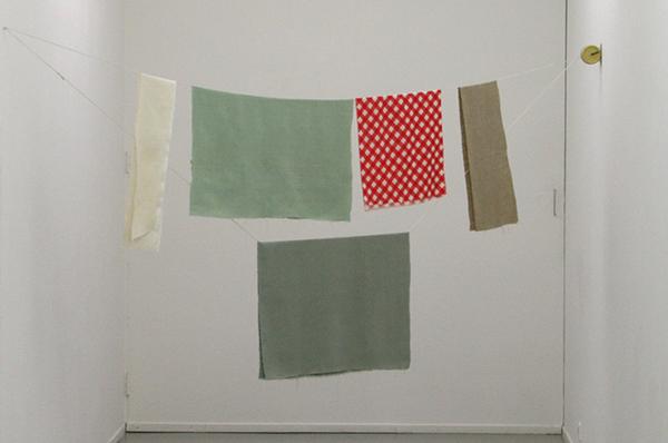 Joe Scalan - Cold Turkey - 193x250cm Linnen en acrylverf op vintage indoor waslijn