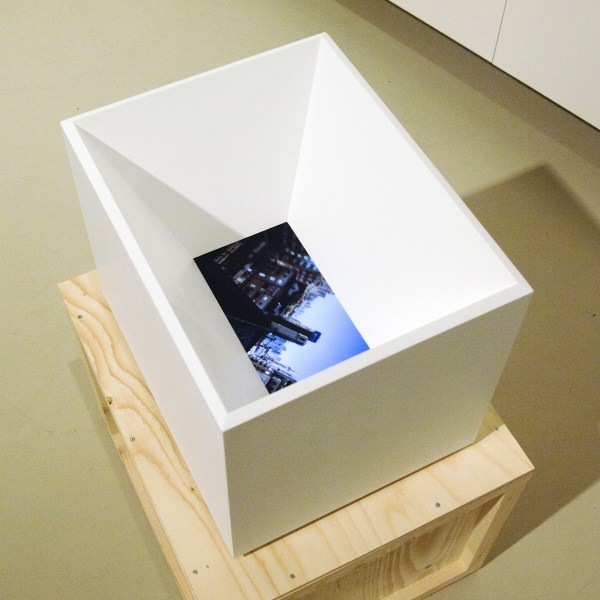Johannes Langkamp - Stilstand, Cessatin 30 seconds full HD Video Loop 2013,08,29 - 41x32x32cm Video installatie