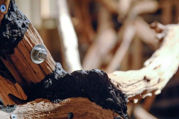 Joshua Wechler - Fracture - 800x400x350cm Hout, staal, pu-schuim en acrylverf (detail)