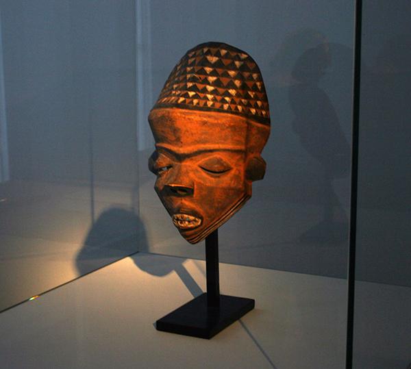 Kamer 3, Pende Masker