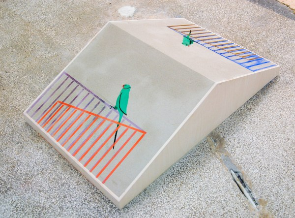 Kasper Bosmans - Perroquet (2x) - 22x126x77cm Hout, zand en pigment