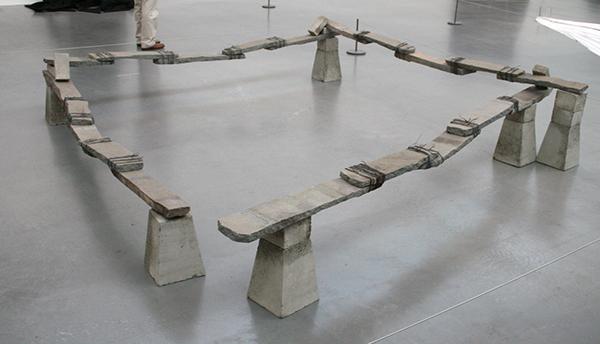 Kishio Suga - Ren-Shiki-Tai - Steen, baksteen, cement en draad