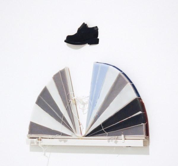 Lisa Lapinski - Untitled (#1) - 51x59x3cm Was, hars, lamellen en stuk schoen
