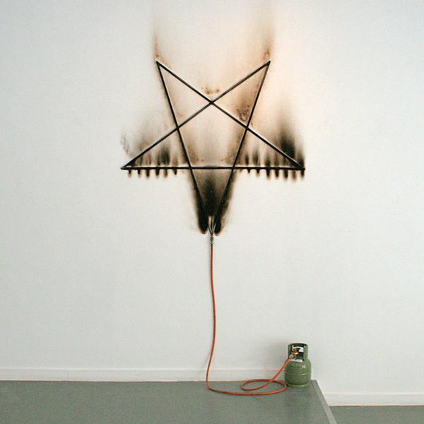 Marc Bijl - Burning Pentagram - Metaal en gastank