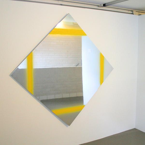 Marc Bijl - Lozenge, Yellow Lines - 140x140cm Spuitbusverf op spiegel