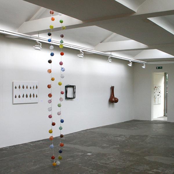 Maria Roosen - Een uur glasblazen met zeven personen kleurpallet de Oude Hoorn - 750cm Glas en touw
