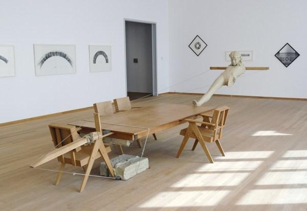 Mark Manders - Mind Study - Hout, beschilderde epoxy, beschilderd keramiek, beschilderd canvas en ijzer  2010-2011