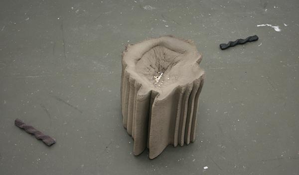 Martin Westwood - These Hands are Models, Rehearsing, Relaxing, Snacking - Gebakken klein doordruk en afgietsels van Smints en kaasstengels