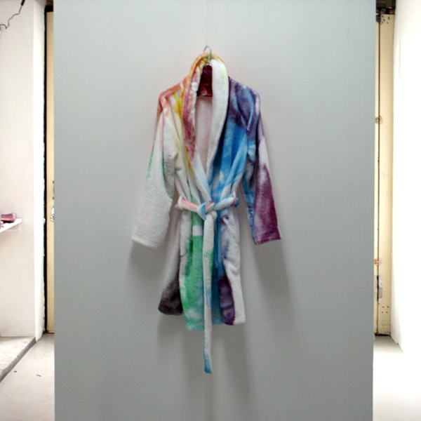 Matthew Lutz-Kinoy - Bathrobe Baden-Baden - Acrylverf op microvezel badjas