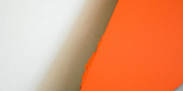 Micha Patiniott - Mild & Honey (Schrodinger's Torch) - 70x90cm Gekleurde gesso, spuitbus en olieverf op canvas & Just Quist - Untitled - 100x115cm Acrylverf op paneel (detail)