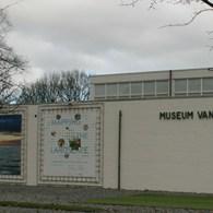 Een half jaar geleden zag ik in Haarlem een overzicht van Nederlandse kunst en de zee. Bij Van Bommel Van Dam gaan Nederlandse kunstenaars een zelfde relatie aan met het […]