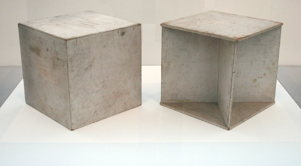 Naum Gabo - Two Cubes (Demonstrating the Stereometric Method) - Beschilderd hout