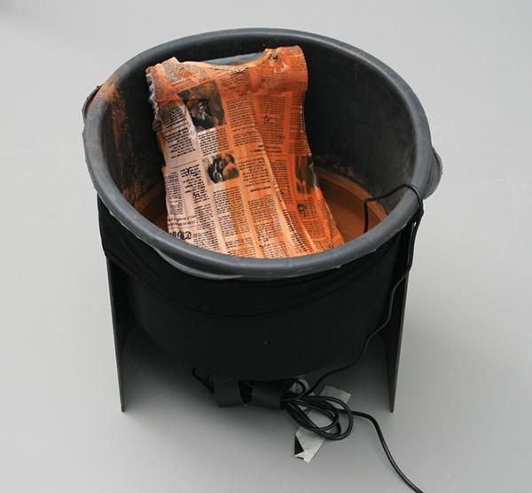 Olga Balema - Alchemy - 55x56cm Plastic box, staal, slang, waterpomp en textiel
