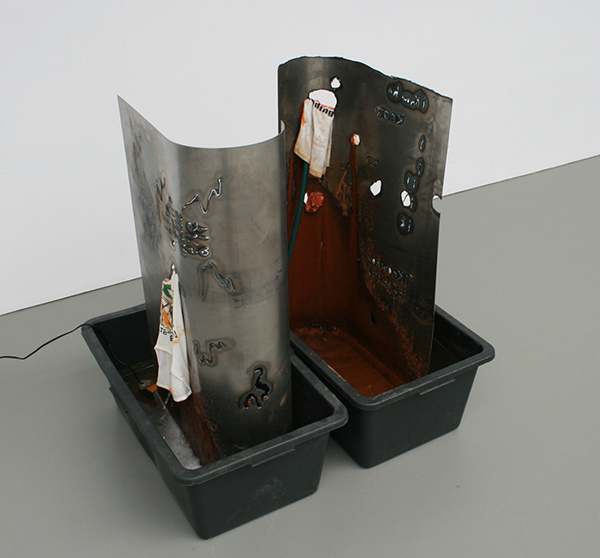 Olga Balema - How It feels I & II - elk 101x47x80cm Plastic box, staal, slang, waterpomp en textiel