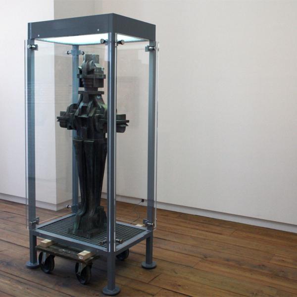 Philip Metten - Drone - Metaal, polyesther en glas