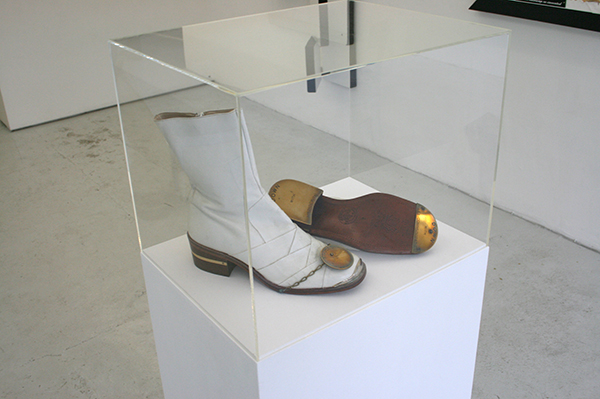 Pieter Engels - Engels, Bright-Foot Per Excellence - 33x27cm Schoenen