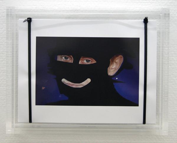 Pieterjan Ginckels - Vladimir Gangsta - 22x28x6cm 250 Offset prints, kabelbinders en plexiglas