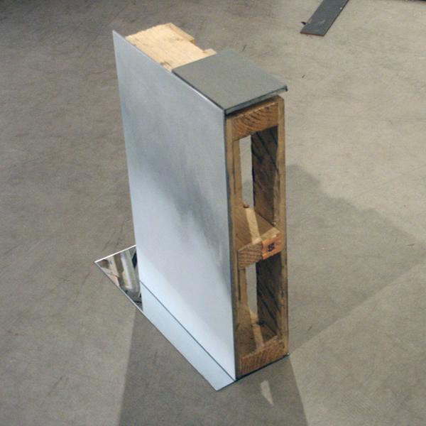 Pim Kersten - Console (mirror stage) - 65x55x20cm Spuitbus op aluminium plaat en palet
