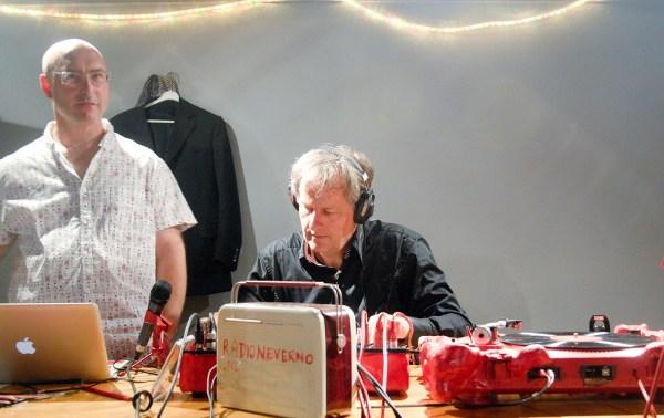 Radio Neverno, Moritz Ebinger en Hans Kuiper