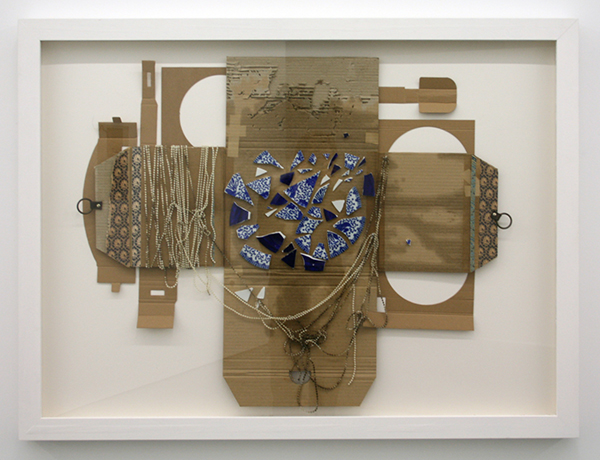 Ricardo Brey - Origami Cardboard Cross - 95x127x6cm Karton, papier, parels en keramiek