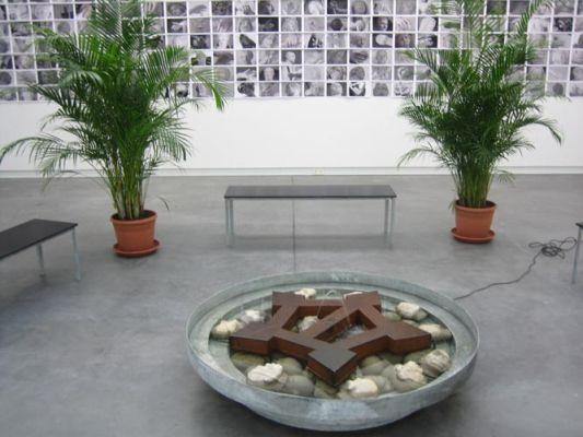 Rob Moonen - Dutch treat (selfportrait as a fountain)