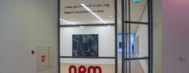 Vandaag was ik om diverse redenen naar Den Haag gegaan. Eén ervan was in elk geval de werken van Robert Zandvliet (1970) in het GEM te gaan bekijken. Zandvliet maakt […]