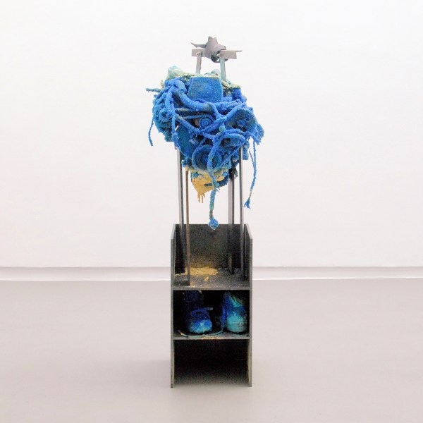Roger Hiorns - Untitled - 170x50x60cm Motor, kopersulfaat en staal