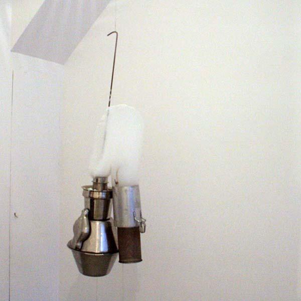 Roger Hiorns - Untitled - Roestvrij staal compressor en schuim