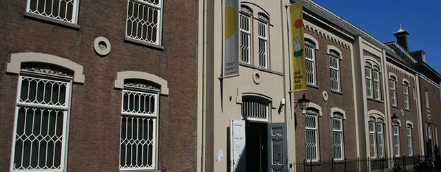 Ondanks het feit dat Nijntje een bestseller is en Dick Bruna (1927) als een van de beste vormgevers gezien mag worden klinkt een tentoonstelling over Nijntje door een andere kunstenaar […]