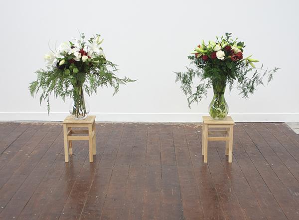 Simon Kentgens - Bloom - Bloemen, zijde bloemen, vazen, houten stoeltjes en water 2009-2013