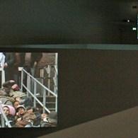 Al een poosje geleden bezocht ik de tentoonstelling van Aernout Mik(1964) in het Stedelijk. Maar het werk is dermate complex dat het even duurde voordat ik er iets over kon […]