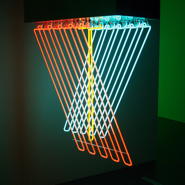 Stephen Antonakos - Hanging Neon - Metaal en neon