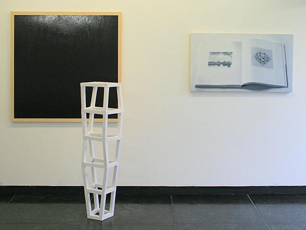 Tijl Frijns - Dark Panel - 122x122cm Olieverf op paneel & White Construction - 132x30x25cm Lak op vurenhout & Niek Hendrix - Calligram (pagina 226x227) - 65x110cm Olieverf op canvas op paneel