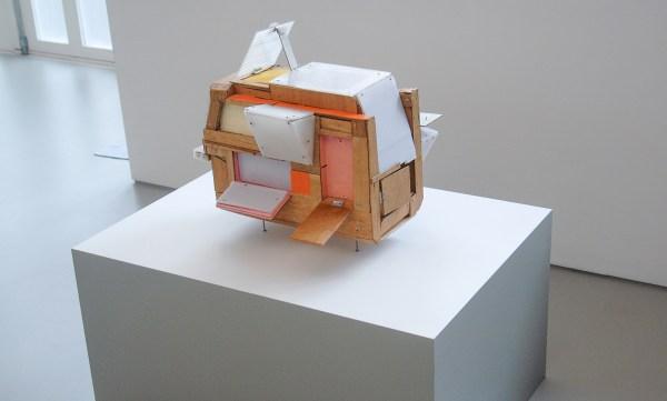 Veron Urdarianu - Survival House - 49x54x52cm Hout, plexiglas en verf