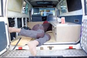 LOST TRACK Reiseblog Toyota Land Cruiser HZJ 78 Innenausbau Möbel selbstgebaut Wassertank Paulownia Holz Stromversorgung Solar