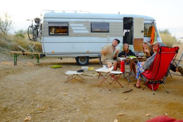 LOST TRACK Reiseblog Funday La Franqui Frankreich Toyota Land Cruiser Hymer Nachtaufnahme Camp Life