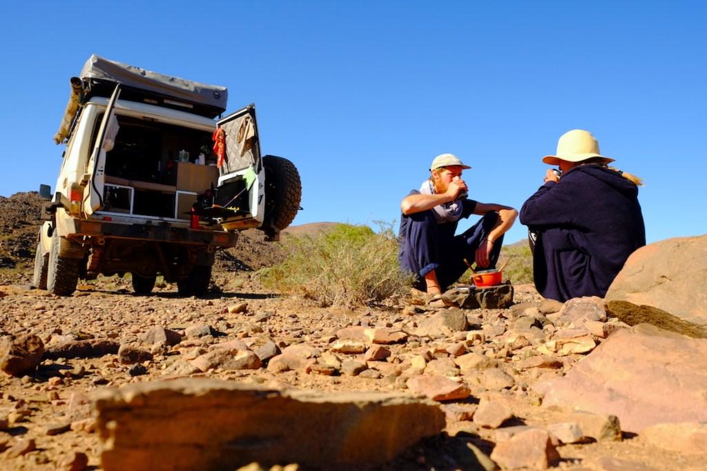LOST TRACK Reiseblog Marokko Maroc Offroad 4x4 Toyota Landcruiser Dades Schlucht Teatime wild camping Vanlife