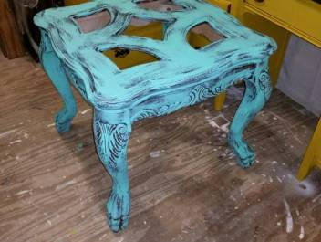 Painting-Furniture-With-Chalk-Paint
