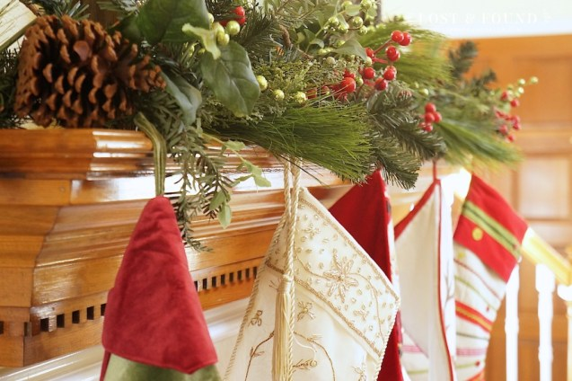 Simple and Traditional Christmas Mantle Decorations