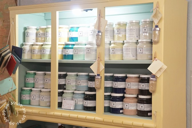 booth paint display