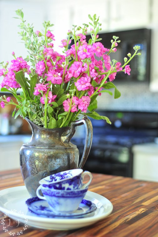 kitchen-with-flowers